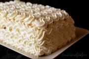 prajitura cu crema de iaurt si piersici