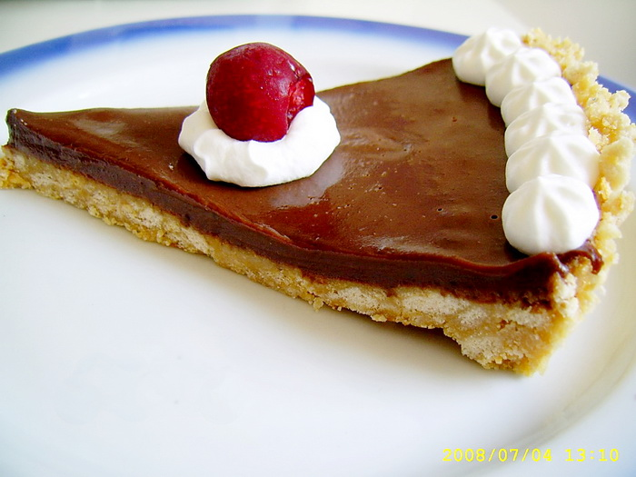 Tarta cu ciocolata si frisca fara coacere
