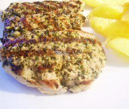 Muschiulet de porc marinat in sos de ierburi aromate