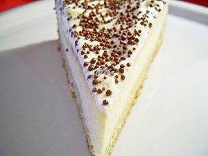 Cheesecake ornat cu frisca