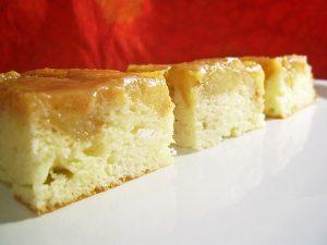 Prajitura rasturnata cu mere caramelizate