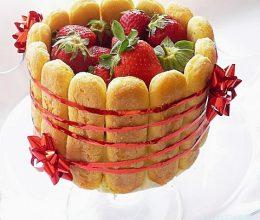 Tort cu capsuni si crema de iaurt