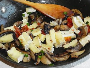 Ciuperci calite cu branza Brie