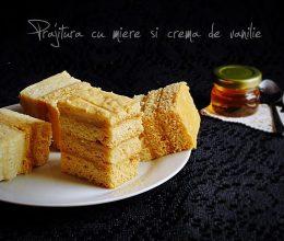 Prajitura cu miere si crema de vanilie
