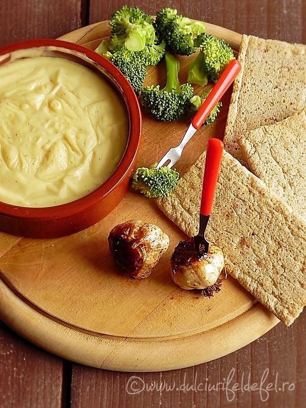 Branza Fondue cu usturoi copt si legume