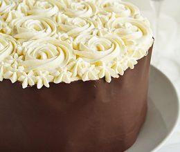 Tort aniversar cu ciocolata si caramel