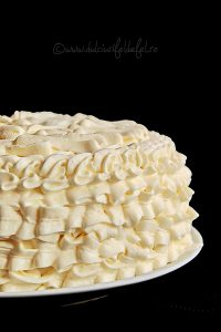 Tort cu crema caramel si frisca