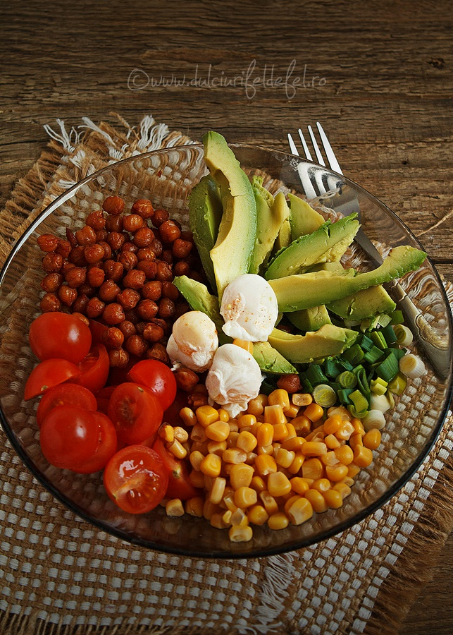 Salata cu naut si avocado