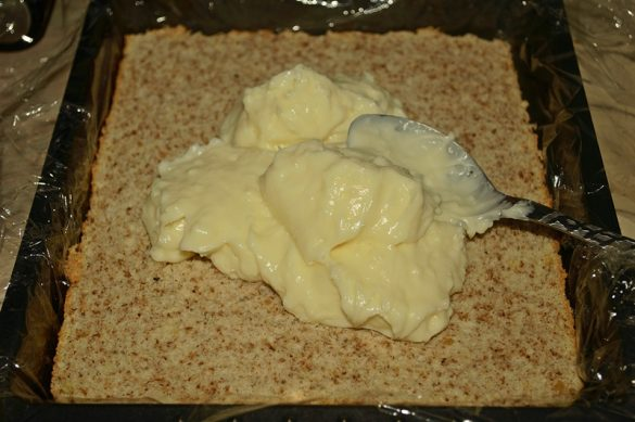 cum se monteaza prajitura cu blat pufos