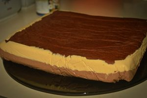 Cum se face tortul cu ciocolata si caramel