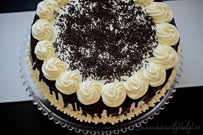 Tort cu ciocolata alba si afine