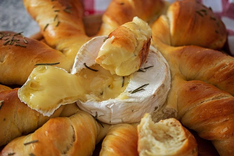 Paine pufoasa cu Camembert